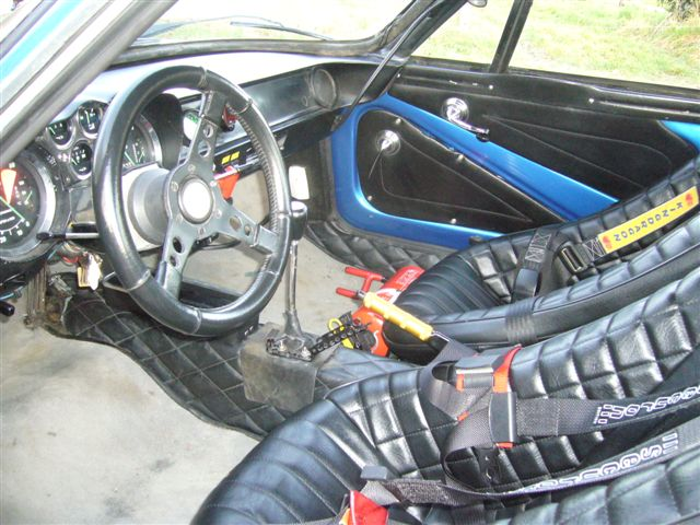 Essai alpine renault a110 groupe 4 sacr aventures for Interieur alpine a110